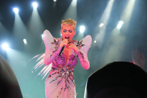 katy-perry-performs…