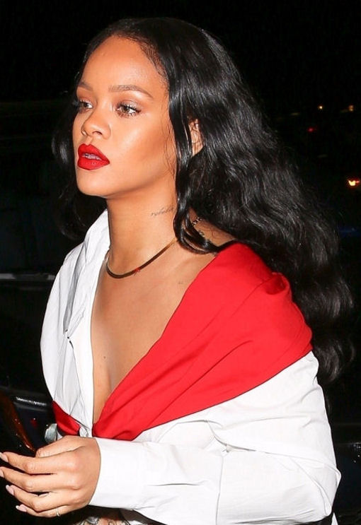 rihanna-out-for-din…